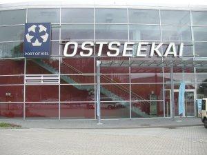 Das Kreuzfahrtterminal in Kiel am Ostseekai - Hier geht es an Bord!
